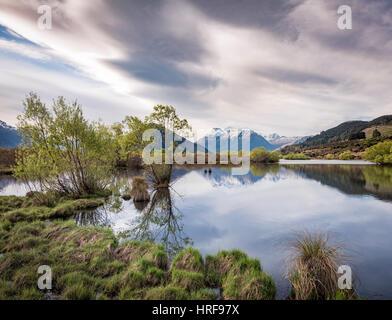 Glenorchy Lagoon, à l'arrière les montagnes, Glenorchy, à Queenstown, Southland, Nouvelle-Zélande Banque D'Images