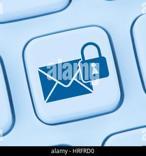 L'envoi d'e-mail crypté sécurisé en ligne internet mail protection ordinateur clavier web bleu Banque D'Images