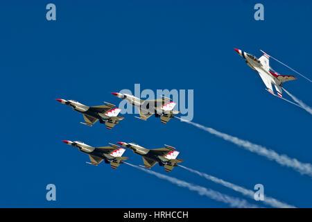 U S Air Force Thunderbirds de l'équipe de démonstration