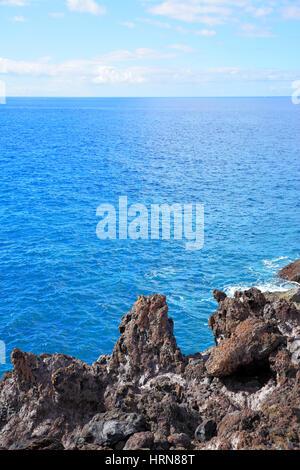 Beaux rochers et mer horizon marin, naturel, d'arrière-plan photo composition copyspace Banque D'Images