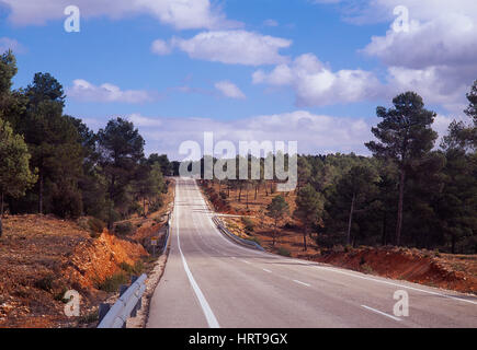 Route solitaire. La province de Valence, Espagne. Banque D'Images