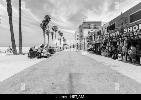 Los Angeles, Californie, USA - 20 juin 2014: Editorial photo en noir et blanc de funky célèbre Venice Beach board Banque D'Images