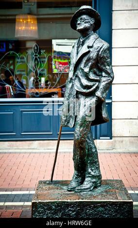 Statue de James Joyce. L'Earl Street. Dublin. L'Irlande. Banque D'Images