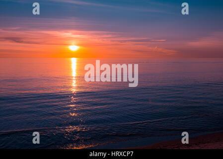 Coucher de soleil sur l'océan, dans le sud de l'Australie Banque D'Images