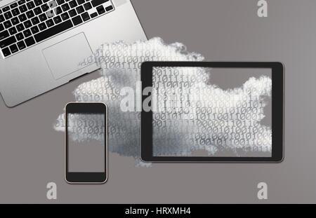 Notion de droit pour le cloud computing et les applications en ligne montrant smartphone moderne tenue en main mâle jusqu'à sky