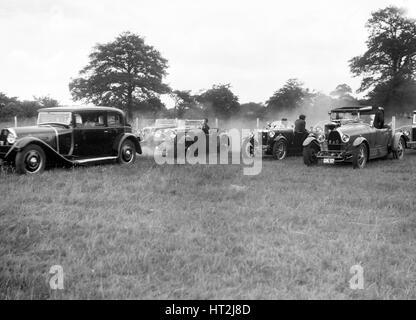 Voitures prenant part à la Bugatti Owners Club gymkhana, 5 juillet 1931. Artiste: Bill Brunell. Banque D'Images