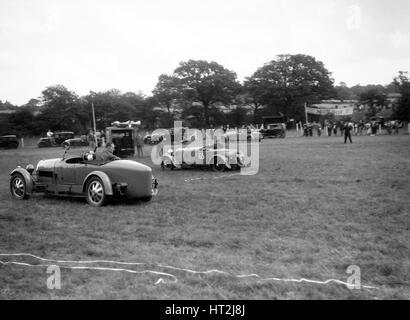 Bugatti Type 43 et Falcon Frazer-Nash prenant part à la Bugatti Owners Club gymkhana, 5 juillet 1931. Artiste: Banque D'Images