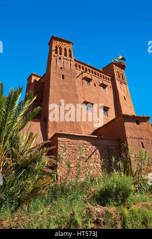 Les bâtiments d'Adobe de la Ksar berbère ou village fortifié d'Ait Benhaddou, Sous-Massa-Dra Maroc Banque D'Images