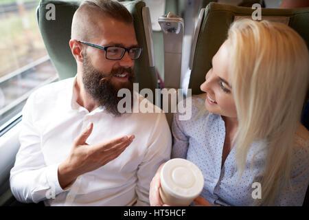 Chit Chat dans le train Banque D'Images