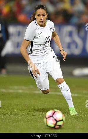 Washington DC, USA. 07Th Mar, 2017. France's Amel Mejri (22) s'exécute avec le ballon lors du match entre les équipes Banque D'Images