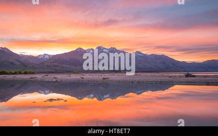 Le lac Wakatipu montagnes avec au lever du soleil, Glenorchy près de Queenstown, Otago, Nouvelle-Zélande, Southland Banque D'Images