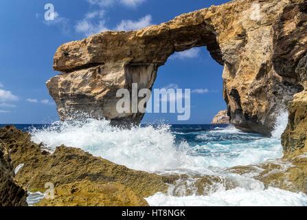 Fenêtre d'Azur - Belle Rock formation sur Gozo, Malte. C'est souvenir de ce monde miracle - a pris la mer ce en Banque D'Images