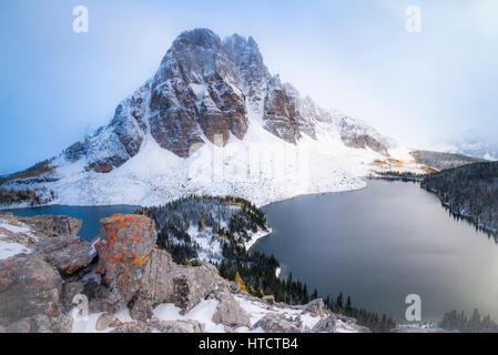 Lever du soleil, le pic du Mont Assiniboine Provincial Park, British Columbia, Canada Banque D'Images
