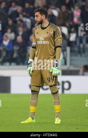 Salutations distinguées Gianluigi (AC Milan) au cours de la série d'un match de football entre la Juventus et le Banque D'Images