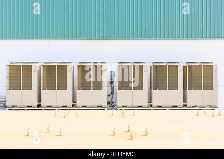 Ventilateur en acier sur structure en acier pour système de ventilation industrielle et système de climatisation Banque D'Images