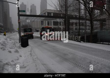 Le Lincoln Center Plaza, Manhattan, New York, USA. 14 mars, 2017. Puissante tempête de neige Stella slams nord-est Banque D'Images