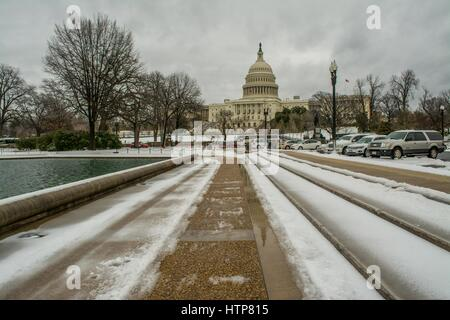 Washington, District de Columbia, Etats-Unis. 14Th Mar, 2017. Le Capitole au cours de la tempête de Stella Crédit : Dimitrios Manis/ZUMA/Alamy Fil Live News Banque D'Images