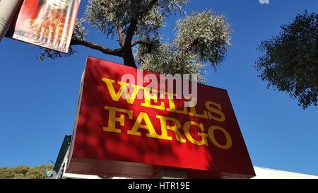 San Francisco, Californie, États-Unis - 20 octobre 2016: la signalisation pour Wells Fargo Bank, San Francisco, Banque D'Images