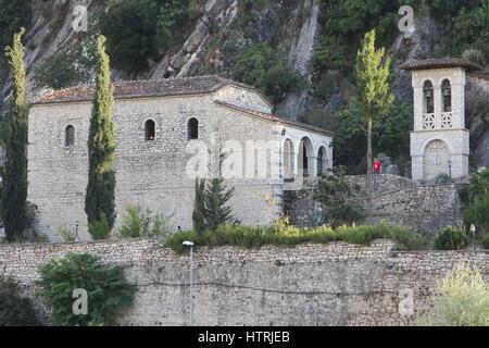 Berat est Ville, municipalité située au centre-sud de l'albanie, l'un des plus anciens du monde continuellement habitée villes. Vieille ville de deux mille pas.