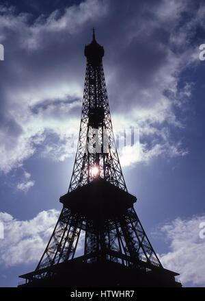 Silhouette de la Tour Eiffel, Paris, France.