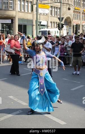 Berlin, Allemagne, June 8th, 2014: Célébrer le carnaval des groupes danseur AASP Cultures. Banque D'Images