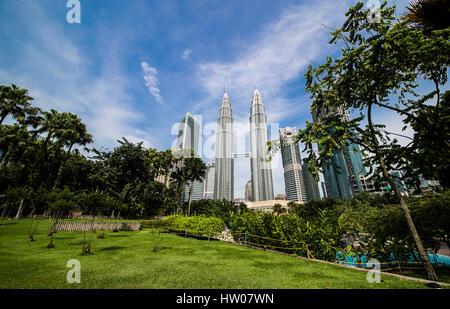 KUALA LUMPUR, MALAISIE - 28 décembre 2016: Les Tours Petronas, le 28 décembre 2016 à Kuala Lumpur, Malaisie.Tours Banque D'Images