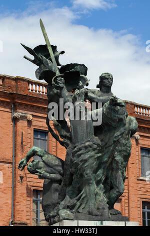 Monument aux Morts de Montauban par sculpteur moderniste français Antoine Bourdelle à Montauban, Tarn-et-Garonne, France. Le monument aux morts de la guerre franco-allemande (1870 - 1871) a été établi en 1898 à 1900, et érigée en 1902.