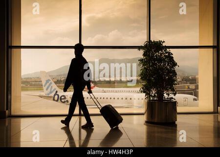 Touristique avec une assurance à l'aéroport de Malaga. Costa del Sol, Malaga. Andalousie le sud de l'Espagne. L'Europe Banque D'Images