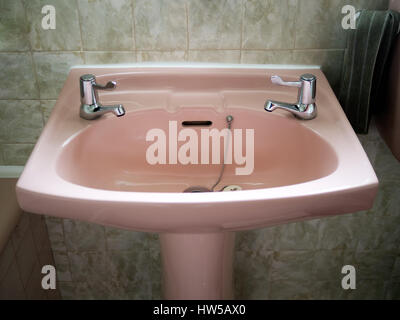 Salle de bain vert Banque D\'Images, Photo Stock: 277361431 ...