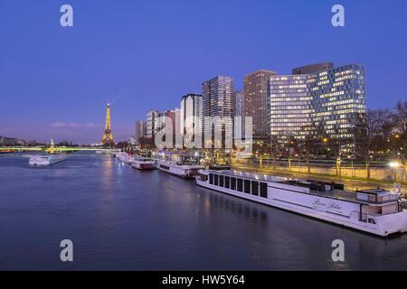 France, Paris, UNESCO World Heritage site, les rives de la Seine, quartier Front de Seine, quai André Citroën et Banque D'Images