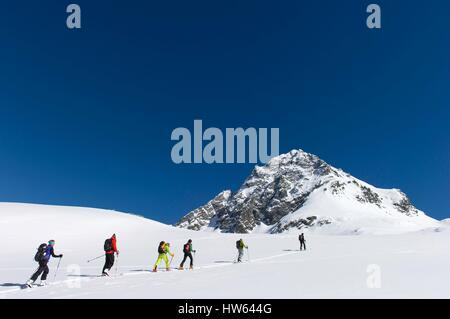 L'Italie, Piémont, Val, Pelicce montant vers le cou à l'Manzol refuge Granero, essentiellement le 2933m sommet Monte Manzol