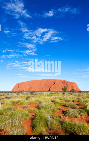 Ayers Rock ou Uluru, le Parc National d'Uluru-Kata Tjuta, Territoire du Nord, Australie Banque D'Images