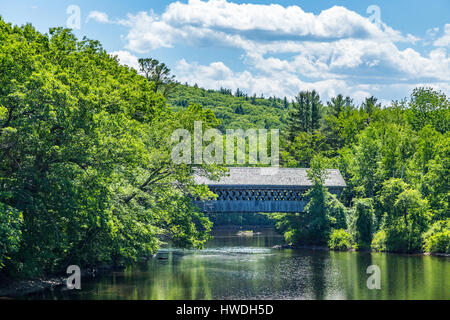 Le pont couvert de Bagnolet est une passerelle piétonne couverte dessert New England College de l'autre côté de Banque D'Images