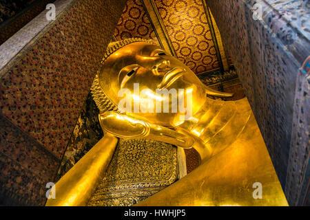 Bouddha couché du Wat Pho temple, Bangkok, Thaïlande Banque D'Images