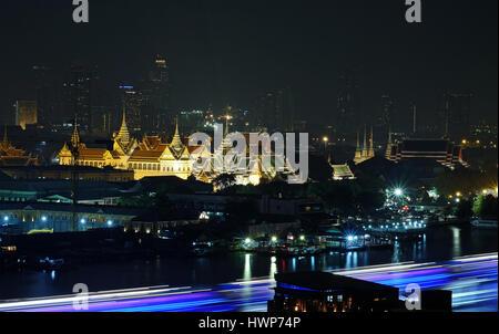 Le Grand Palais et le Chao Phraya .c'est le point culminant à Bangkok ,Thaïlande Banque D'Images