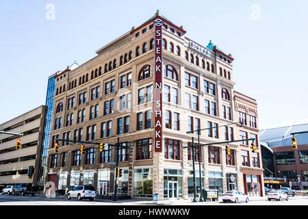 Indianapolis - Circa Mars 2017: Steak 'n Shake Retail Restaurants à ambiance décontractée et à l'Administration Banque D'Images