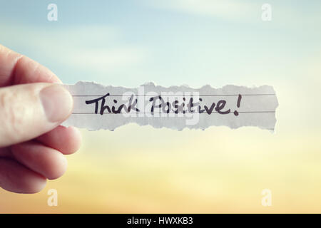 Pensez positif message concept pour la réflexion et l'auto conviction optimiste Banque D'Images