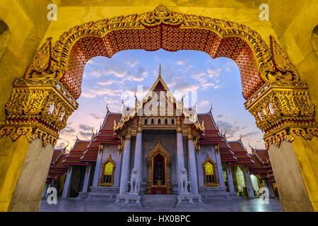 En Temple ou Wat Benchamabophit, Bangkok, Thaïlande (temple du public aucun billet payant) Banque D'Images