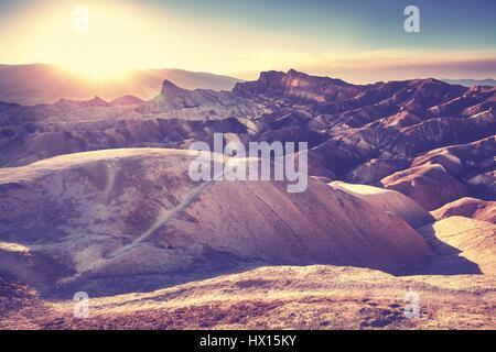 Stylisé Vintage coucher de soleil sur Zabriskie Point, Death Valley National Park, USA.
