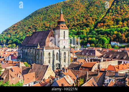 Brasov, Roumanie. L'église noire sur la place de la vieille ville (Piata Sfatului) Banque D'Images