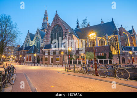 L'Oude ChurchDe Oude Kerk à Amsterdam, Pays-Bas. Banque D'Images