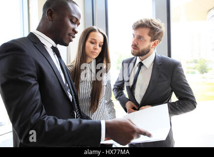 Les gens d'affaires de la coopération d'équipe de travail de la Conférence. Banque D'Images