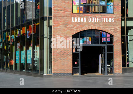 Magasin de vêtements de mode Urban Outfitters à Liverpool One Banque  D Images, Photo Stock  136626692 - Alamy 4a0ab7557095
