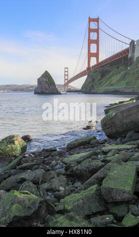 Le Golden Gate Bridge à Fort Baker. Banque D'Images