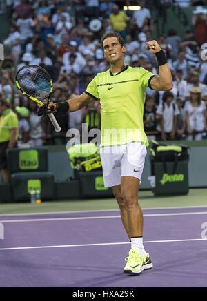 Miami, FL, USA. Mar 26, 2017. Mars, 26 - MIAMI, FL: Rafael Nadal (ESP) célébrer ici de commentaires(GER) 06, 62, Banque D'Images