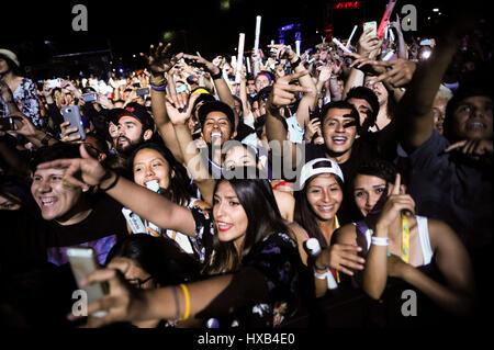 2014 Auditoire,,California,Concert,foule,Vivre,Los Angeles,Music,Music Festival,USA,musique,Uforia Festival participants,fans,sur scène,l'exécution,effectue