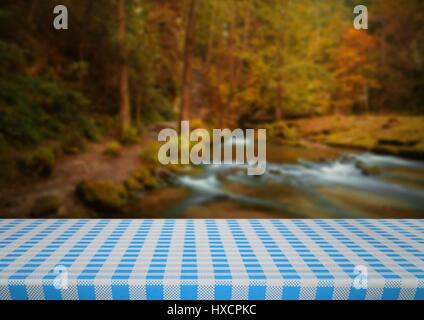 Digital composite de table de pique-nique contre rivière floue Banque D'Images