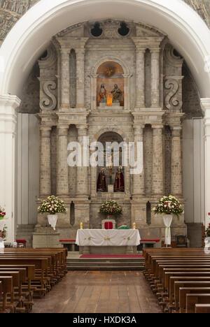 L'Équateur, Quito, Latacunga, autel de la Cathédrale Banque D'Images