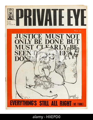 Début de l'exemplaire de Private Eye magazine (n° 44 du vendredi 23 août 1963) avec un Gerald Scarfe dessinée sur Banque D'Images