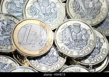 New British Pound Coins & l'Euro Banque D'Images